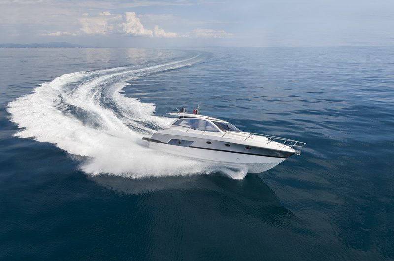 Speed boating in Dubai