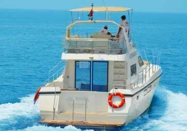 Luxury Yacht Cruising around Dubai Marina