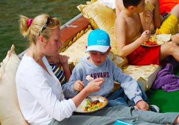 Musandam Dibba Cruise with tasty buffet lunch