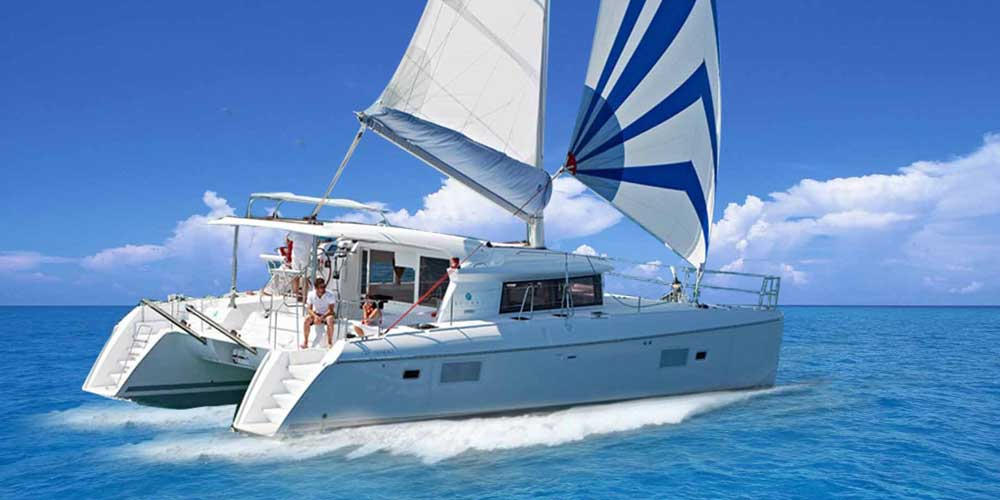 Luxury Catamaran Sailing Tour in Dubai